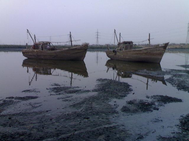 """Karachi fisheries"" by Azeez99 - Own work. Licensed under CC BY-SA 4.0 via Wikimedia Commons - https://commons.wikimedia.org/wiki/File:Karachi_fisheries.jpg#/media/File:Karachi_fisheries.jpg"